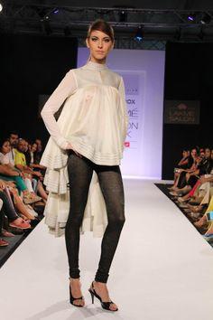 27 Ideas For Contemporary Indian Bridal Wear Couture Week Sabyasachi Lehenga Bridal, Indian Bridal Lehenga, Indian Bridal Wear, Indian Designer Wear, Indian Designers, Fashion Designers, Indian Outfits, Indian Clothes, India Fashion Week