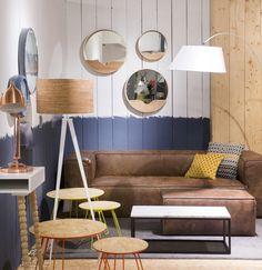 woonkamer met groen lederen bank houten dressoir en bowl salontafels zen lifestyle is. Black Bedroom Furniture Sets. Home Design Ideas