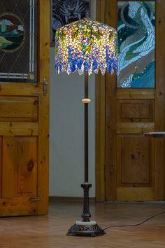 #floorlampslivingroom #floorlampbedroom #luxurybedroomdesign #luxurylampdesign #витраж #stainedglasslampshades #Tiffanylamps #Tiffanylampslivingroom #stainedglass #stainedglassart  #tiffanystainedglass #tabledecorations #luxarydecor