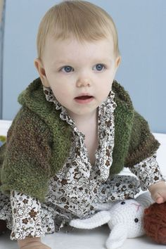Handsome Hoodie in Lion Brand Homespun - 80869AD. Discover more Patterns by Lion Brand at LoveKnitting. The world's largest range of knitting supplies - we stock patterns, yarn, needles and books from all of your favourite brands.