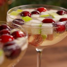 easy christmas cocktails - best recipes for holiday alcoholic drinks Christmas Cocktails, Christmas Brunch, Holiday Cocktails, Christmas Morning, Xmas, Winter Holiday, Christmas Cocktail Party, Holiday Punch, Christmas Entertaining