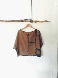 Handgefärbt / handbemalte Leinen t-Shirt / Leinen von INDIGOANDSNOW