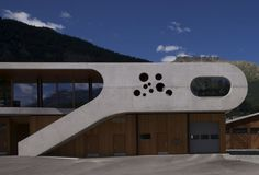 Sport and leisure centre Promulins / Mierta  Kurt Lazzarini Architekten