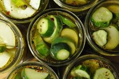 Garlic Dill Pickle Recipe from Food in Jars. Directions for both refrigerator pickles and canning them. Now I can make super thick, crunchy pickles - just like I like! Garlic Dill Pickles, Zucchini Pickles, Pickled Garlic, Sweet Garlic Dill Pickle Recipe, Spicy Pickles, Butter Pickles, Dill Weed, Tapas, Canning Pickles