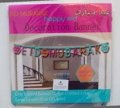 Dekorer ditt hjem til Eid med Eid banner. Eid banneren er en sammenleggbar og brettes ut nr den skal henges opp.  1 banner per pakke.Strrelse (bokstaver): 25x25cmLengde 3.05mFarger: orange, brun, turkis ogfuchsia.Tekst: Eid Mubarak