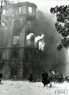 the civilian population fleeing from the burning buildings during the Warsaw Uprising 1944.