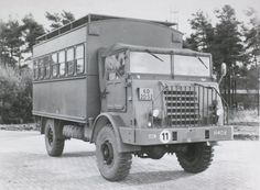 DAF wielvoertuig YA 314 ( 4 x 4 ) in colonne Army Vehicles, Buses, 4x4, Trucks, Busses, Truck, Cars