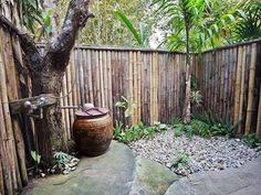 Rainforest Retreat Having an entire area of your yard set aside for a steamy outdoor shower is about as sexy as the great outdoors can get. This rainforest-themed enclosure provides privacy with a hint of danger. Outdoor Retreat, Outdoor Spaces, Outdoor Living, Outdoor Baths, Outdoor Bathrooms, Outside Showers, Outdoor Showers, Shower Pics, Shower Ideas