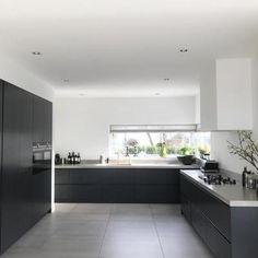 Projecten | RhijnArt Keukens uit Kesteren Kitchen Room Design, Kitchen Themes, Kitchen Interior, New Kitchen, Grey Kitchens, Cool Kitchens, Black Gloss Kitchen, Gloss Kitchen Cabinets, Kitchen Furniture