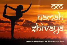 Mantra als Wandattoo Yoga Studio Design, Yoga Inspiration, Interior Inspiration, Ayurveda, Mantra, Beatles, Uo Home, Yoga Lifestyle, Interior Architecture