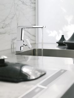 The kitchen tap can be the statement piece in your kitchen and is one of the most important accessories. Create a hero piece by selecting a shape, style and colour that suits your home; and ties in with your appliances and hardware to give a cohesive look.