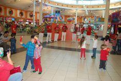 Deepo'da Cumhuriyet Bayramı Coşkusu...  29 Ekim Cumhuriyet Bayramı'nın 90'ıncı yıldönümü nedeniyle Deepo Outlet Center'da bando gösterisi düzenlendi. Avm koridorlarında dolaşarak performansını sunan Kent Mızıkacıları Bando Topluluğu verdiği konserle ziyaretçilerden büyük beğeni aldı. Antalya ile özdeşleşen ve şehre renk katan grup bu özel günde Deepo Outlet AVM misafirlerine çeşitli marşlar ve Türk ezgileriyle keyifli anlar yaşattı.