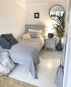 Superb Small Master Bedroom Decor Ideas To Try Asap Box Room Bedroom Ideas, Bedroom Layouts, Small Room Bedroom, Home Decor Bedroom, Modern Bedroom, Box Room Ideas, Master Bedroom, Contemporary Bedroom, Small Rooms