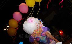 Body-painting sota la llum dels globus...