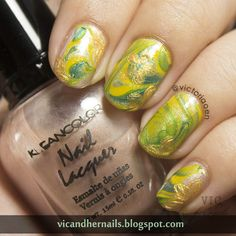 Vic and Her Nails: #31DC2014 Day 20: Water Marble