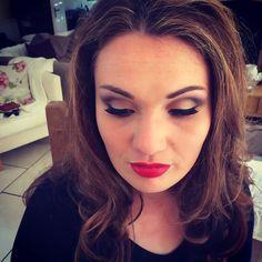 Red lip love! ❤️❤️ #makeup #makeupartist #motd #redlip #bighair #happy