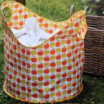 sac a linge sale en toile cirée Diy Couture, Couture Sewing, Peg Bag, Foam Crafts, Classroom Decor, Sewing Projects, Sewing Patterns, Pouch, Quilts