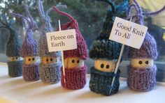 Love these little people, and their knitted clothes!