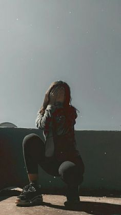 Emotional Photography, Tumblr Photography, Girl Photography Poses, Girl Photo Poses, Girl Poses, Ft Tumblr, Stylish Photo Pose, Girl Hiding Face, Profile Pictures Instagram