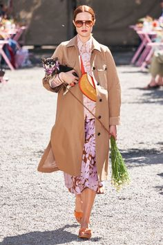 Kate Spade New York Spring 2020 Ready-to-Wear Fashion Show - Vogue Vogue Fashion, Fashion 2020, Fashion Weeks, Runway Fashion, Vogue Paris, Kate Spade New York, Vintage Couture, Fashion Show Collection, Winter Collection