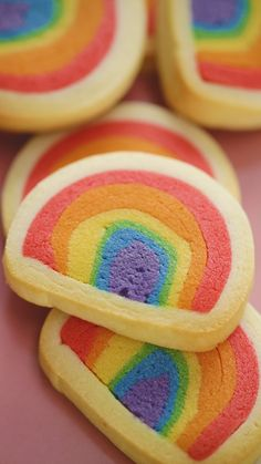 We've found a great hack to create the most adorable rainbow cookies! We've found a great hack to create the most adorable rainbow cookies! Köstliche Desserts, Delicious Desserts, Dessert Recipes, Yummy Food, Healthy Food, Disney Desserts, Food Deserts, Macaroon Recipes, Healthy Eating