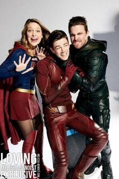 Stephen Amell (arrow), Grant Gustin (The flash), Melissa Benoist (supergirl) Flash Y Supergirl, Melissa Supergirl, Supergirl Superman, Series Dc, Flash Funny, Super Heroine, Superhero Shows, The Flash Grant Gustin, Cw Dc