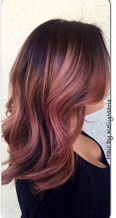 11 Metallic Hair Color Looks You Will Love as Much As Rainbow Hair (Pink Rose Gold Hair) Metallic Hair Color, Gold Hair Colors, Rose Gold Brown Hair Color, Brown Hair Rose Gold Highlights, Rose Gold Short Hair, Rose Hair Color, Lavender Highlights, Hair Color For Dark Skin, Cabelo Rose Gold