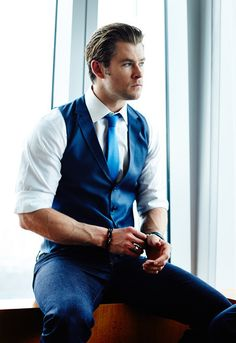 Chris Hemsworth. Boy, pls.