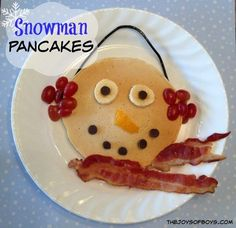 These snowman pancakes are simple to put together and will add an extra bit of magic to your Christmas breakfast.