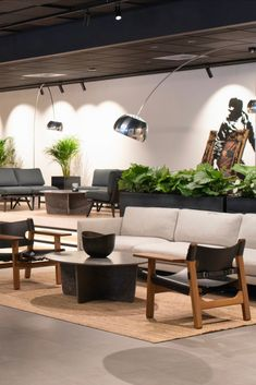 The Spanish Chair by Børge Mogensen and the Calmo Sofa by Hugo Passos featured in the hotel lobby at Thon Hotel Norge located in Norway. Photograph by aptum.no #fredericiafurniture #spanishchair #børgemogensen#calmosofa #hugopassos #scandinaviandesign #craftedtolast #modernoriginals #hotelinterior #interiordesign Open Space Living, Living Spaces, Lobby Interior, Interior Design, Wood Surface, Hotel Lobby, Leather Furniture, Scandinavian Design, Coffee Tables