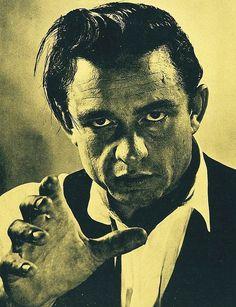 """Johnny Cash en su interpretación de """"Maníaco puerta a puerta""""."""