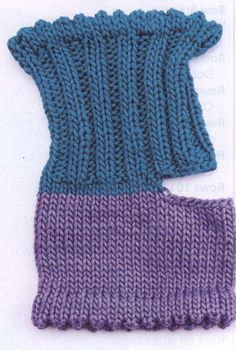 Open-toe and -heel socks: free knitting patterns. Arm Knitting, Knitting Socks, Knitting Machine, Knitting Patterns Free, Knit Patterns, Stitch Patterns, Flip Flop Socks, Knit Stockings, Stocking Pattern