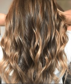 18 Honey Highlights Ideas You Should Check Brown Hair Fade, Brown Hair Honey Highlights, Dark Blonde Highlights, Hair Color Highlights, Burnette Hair, Hair Color Ideas For Brunettes Balayage, Ginger Hair Color, How To Lighten Hair, Edgy Hair
