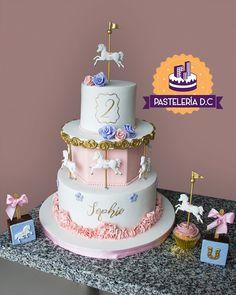 Torta, cupcakes y brownies con temática de carrusel / Carousel cake, cupcakes and brownies. Carousel Cake, Carousel Birthday, Horse Birthday, Birthday Cake, Brownie Cupcakes, Dessert Buffet, Cake Art, Fondant, Gift Wrapping