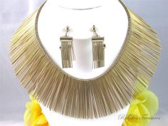 Fab find Vintage Pat Pend A-A RUNWAY Gold Tone Wide COLLAR Necklace & Clip Earrings SET
