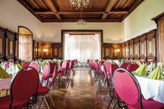 Prunksaal im Schloss Spielfeld in der Steiermark Conference Room, Table, Furniture, Home Decor, Meeting Rooms, Interior Design, Home Interior Design, Desk, Tabletop