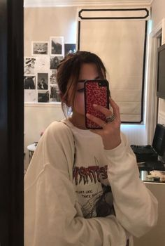 movie date outfit Aesthetic Girl, Aesthetic Clothes, Mode Poster, Shotting Photo, Photographie Portrait Inspiration, Looks Style, My Style, Poses Photo, Foto Casual