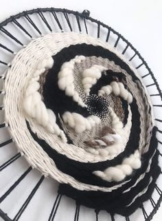 Easy Woven wall hanging, Circular weaving wall hanging, Dream catcher wall art, Round fiber a… Tenture murale tissée facile, tenture … Weaving Wall Hanging, Weaving Art, Loom Weaving, Tapestry Weaving, Tapestry Wall, Hanging Art, Circular Weaving, Weaving Projects, Weaving Techniques