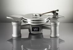 WAVE KINETICS NVS Reference Turntable System The Wave Kinetics NVS Turntable System represents the state of the art in analog audio playback technology. The combination of innovative design philo… Turntable Cd Player, Hifi Turntable, Record Player, Audiophile, High End Turntables, Hi End, High End Audio, Phonograph, Kitchen Aid Mixer