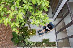 Casa Minimalista,© To Huu Dung Japan House Design, Green House Design, Home Garden Design, Tiny Garden Ideas, Japanese Style House, Modern Minimalist House, Courtyard Design, Narrow House, Dream House Exterior