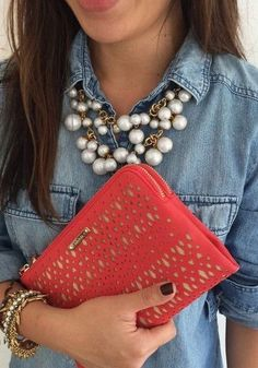 Stella Dot, Chunky Necklace Outfit, Red Necklace, Gold Necklaces, Floral Necklace, Maxi Collar, Looks Jeans, Lookbook, Blazer Jeans