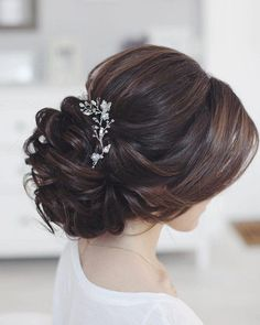 YouTube : Love this romantic bridal updo hairstyle! This is the perfect simple style for a beach wedding. #YouTube Loose Bun Hairstyles, Easy Everyday Hairstyles, Wedding Hairstyles For Long Hair, Elegant Hairstyles, Bride Hairstyles, Updo Hairstyle, Hairstyle Wedding, Bridesmaid Hairstyles, Hairstyle Ideas