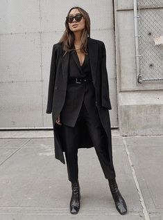 Amazing total black looks for every day All Black Outfit For Work, Winter Outfits For Work, Fall Fashion Outfits, Trendy Outfits, Cool Outfits, Womens Fashion, Blazer Outfits Casual, Mode Ootd, All Black Looks