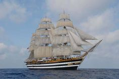 L'Amerigo Vespucci fu realizzata presso i cantieri navali di Castellammare di Stabia. Fu varata nel 1931. La nave è armata con tre alberi alti rispettivamente 50, 54 e 43 metri più il bonpresso; le vele quadre, le vele di strallo e i fiocchi, in tutto sono 26. L'equipaggio è composto di 16 Ufficiali, 70 Sottufficiali e circa 200 Marinai; durante i Mesi estivi imbarca gli allievi del primo anno dell'Accademia Navale di Livorno per un totale di circa 470 persone.