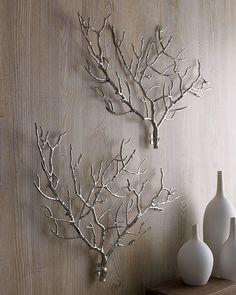 parede decorada com ramos secos pintados
