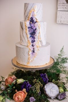 Wedding cakes, kindly look at these amazing photo example for a really dreamy wedding cake right here. Cool Wedding Cakes, Beautiful Wedding Cakes, Beautiful Cakes, Amazing Cakes, Mini Cakes, Cupcake Cakes, Geode Cake, Crystal Cake, Salty Cake