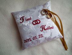Brokát gyűrűpárna egyedi hímzéssel - ring pillow, embroidery Pillow Embroidery, Ring Pillows, Brokat, Paper Shopping Bag, Trays, Wedding, Decor, Toss Pillows, Cross Stitch