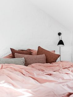 Pop of Pink Interior Spaces lovely home decoration Dream Bedroom, Home Bedroom, Bedroom Decor, Bedrooms, Bedroom Furniture, Master Bedroom, Pretty Bedroom, Bedroom Small, Decor Room