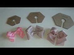 Laço Kanzashi 1 By Tatiana Kar - Diy Crafts - Qoster Ribbon Hair Bows, Diy Hair Bows, Diy Bow, Diy Ribbon, Ribbon Work, Ribbon Crafts, Hair Bow Tutorial, Flower Tutorial, Fabric Bows