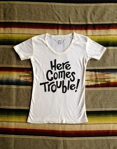 Here Comes Trouble Women's Vintage Tee White/Black